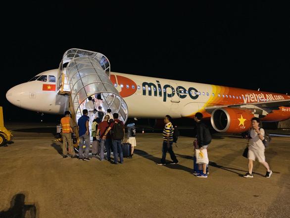 Hàng không bay xuyên đêm dịp Tết: Giờ nào cũng có chuyến, còn giá mềm - Ảnh 1.