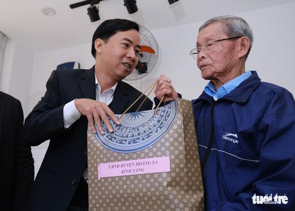 Thăm và tặng quà nhân chứng Hoàng Sa trong ngày 19-1 - Ảnh 2.