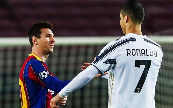 Viễn cảnh mùa giải trắng tay của Messi và Ronaldo - Ảnh 1.