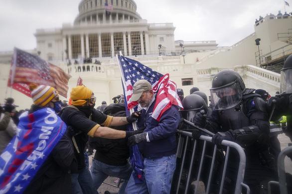 جزئیات جدید درباره شورش های کپیتول هیل: پلیس کاملا منفعل است - عکس 1.