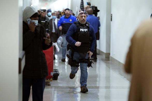 جزئیات جدید درباره شورش های کپیتول هیل: پلیس کاملاً منفعل است - عکس 2.