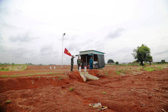 Tây Ninh lắp camera hỗ trợ chống dịch ở biên giới - Ảnh 1.