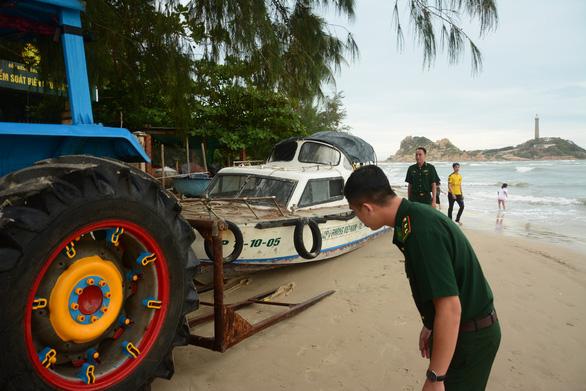 2 du khách bị sóng cuốn mất tích ở biển Kê Gà - Ảnh 3.