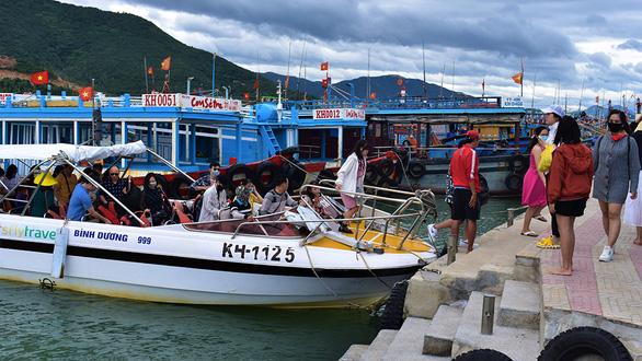 Du lịch biển hút, nhiều khu nghỉ dưỡng hạng sang kín chỗ - Ảnh 1.
