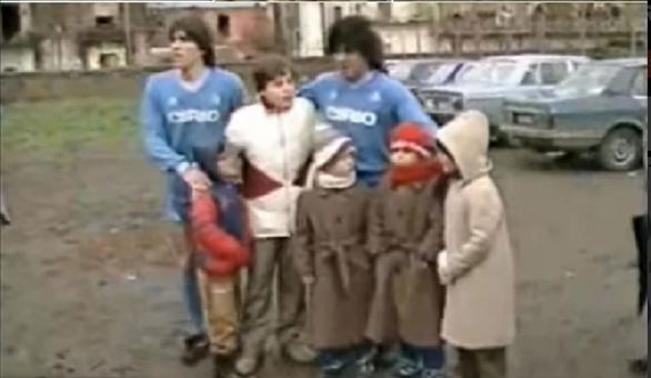 Maradona từng đi đá phủi để cứu một em bé khuyết tật - Ảnh 2.
