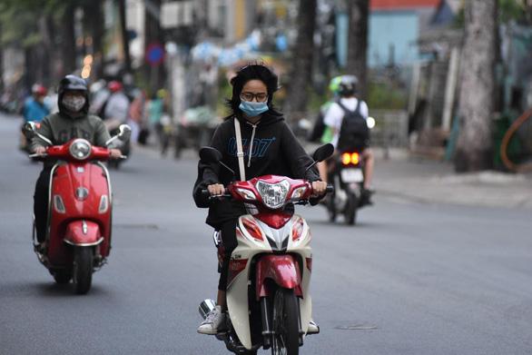 Sài Gòn sáng nay mát lạnh, lý tưởng đi chơi - Ảnh 1.