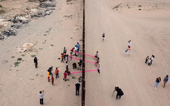 Teeter Totter Wall: افتخارات در مرز ایالات متحده و مکزیک - عکس 4.