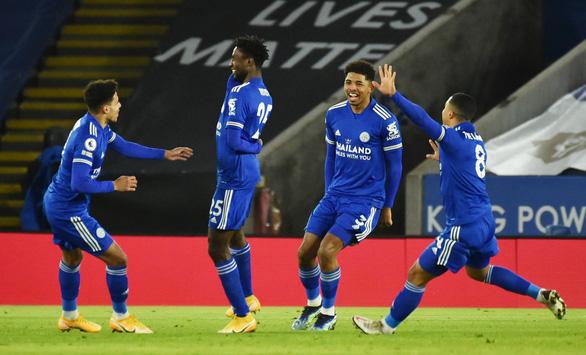 Hạ gục Chelsea, Leicester hiên ngang lên đỉnh bảng Premier League - Ảnh 1.
