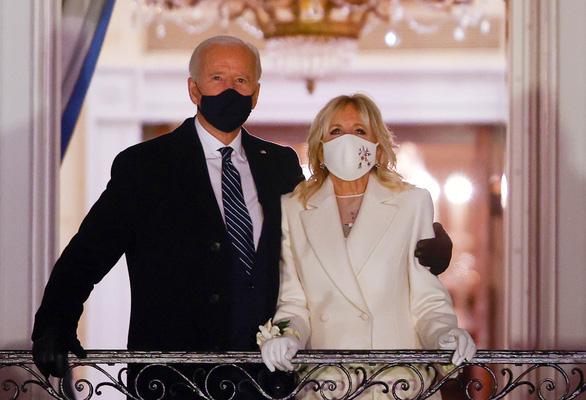 Ông Biden công bố chiến lược tham vọng chống COVID-19 - Ảnh 1.