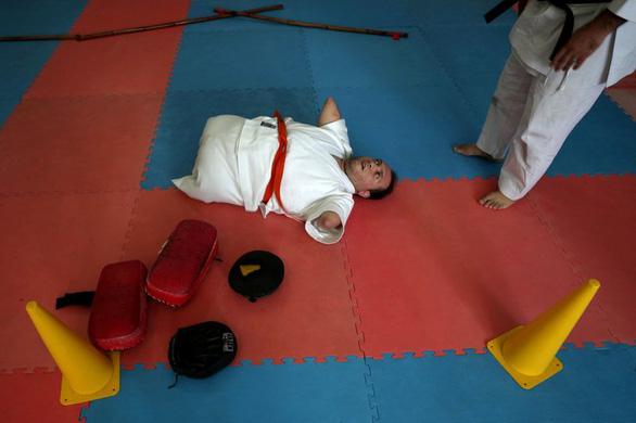 Ý chí của võ sĩ karate không chân tay - Ảnh 5.