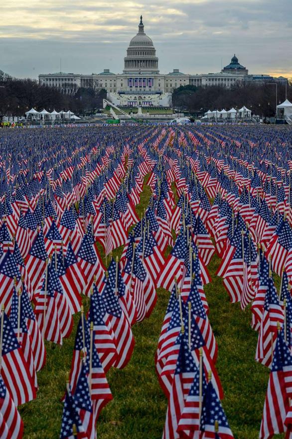 Ông Biden sẽ tuyên thệ nhậm chức trước 191.500 lá cờ Mỹ - Ảnh 2.