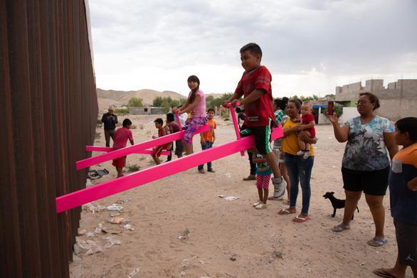 Teeter Totter Wall: افتخارات در مرز ایالات متحده و مکزیک - عکس 5.