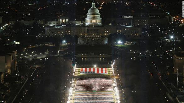 Ông Biden sẽ tuyên thệ nhậm chức trước 191.500 lá cờ Mỹ - Ảnh 1.