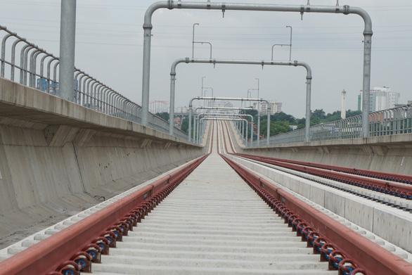 Lương chuyên gia nước ngoài đào tạo lái tàu metro số 1 hơn 500 triệu/tháng - Ảnh 1.