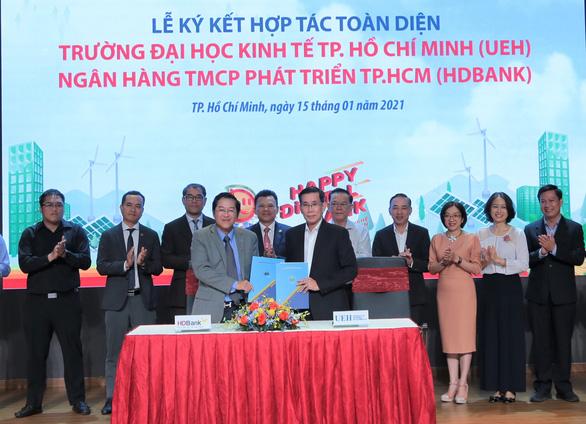 HDBank ký hợp tác chiến lược với các trường đại học - Ảnh 1.