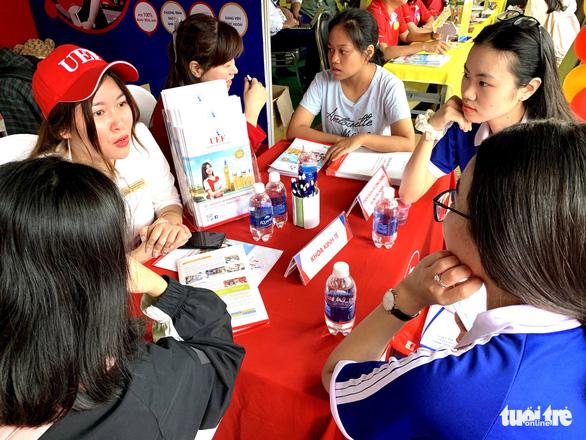 Gần 100 trường ĐH, CĐ tham dự ngày hội tư vấn tuyển sinh tại TP.HCM - Ảnh 1.