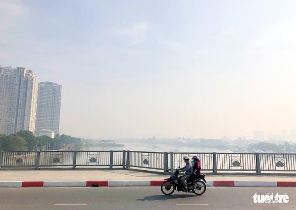 TP.HCM sương mù dày đặc từ sáng tới trưa - Ảnh 5.