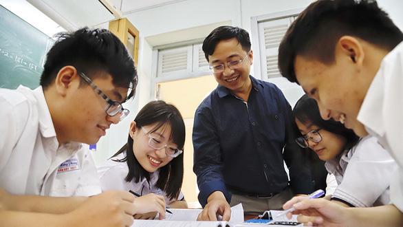 Nam sinh TP.HCM đạt thủ khoa môn toán thi HSG quốc gia: Học toán không nên học một mình - Ảnh 1.