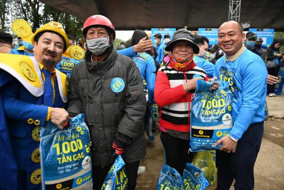 Thế Giới Di Động khởi động chiến dịch tặng 1.000 tấn gạo khắp Việt Nam - Ảnh 1.