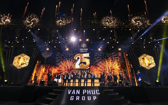 Trúng Mercedes, Honda CRV trong sự kiện 25 năm Van Phuc Group - Ảnh 1.