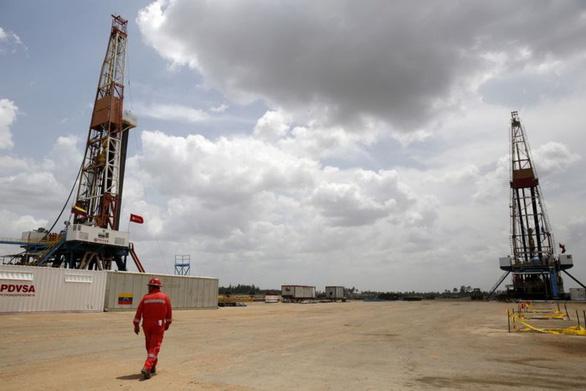 Mỹ trừng phạt cá nhân, công ty và tàu liên quan đến dầu khí Venezuela, Nga - Ảnh 1.