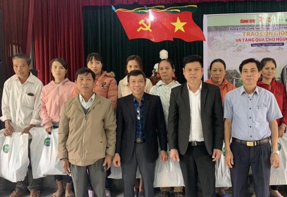 Báo Tuổi Trẻ và Tập đoàn GREENFEED hỗ trợ quà tết bà con vùng lũ Quảng Nam - Ảnh 1.