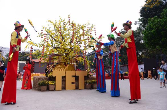 Lễ tết đa màu sắc tại Lễ hội Tết Việt - Ảnh 5.