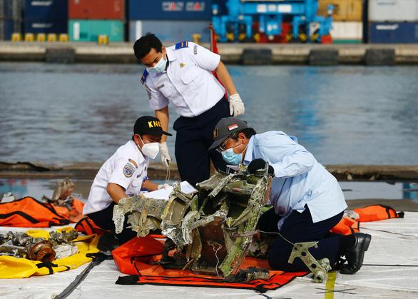 Indonesia ngừng tìm kiếm nạn nhân vụ tai nạn máy bay Sriwijaya Air - Ảnh 1.