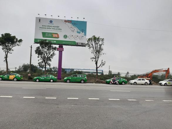 Vì sao chỉ 1 hãng taxi được đón khách ở sân bay Phú Bài? - Ảnh 3.