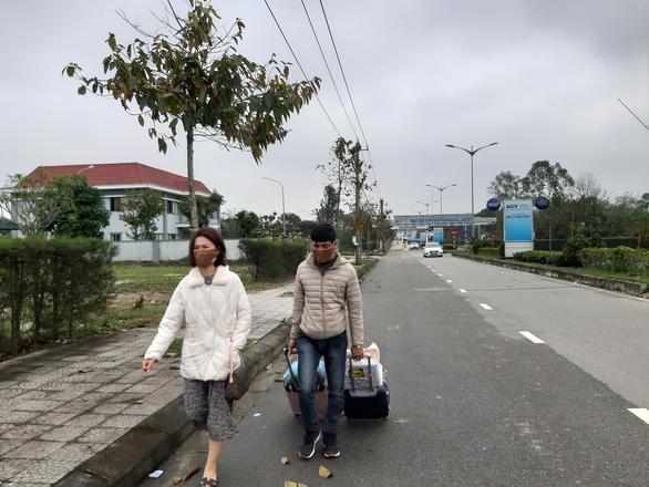 Vì sao chỉ 1 hãng taxi được đón khách ở sân bay Phú Bài? - Ảnh 4.