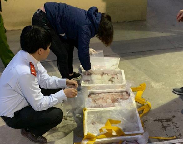 Bắt xe tải chở 2,5 tạ cá khoai ướp formol chống thối chuẩn bị bán ra chợ - Ảnh 2.
