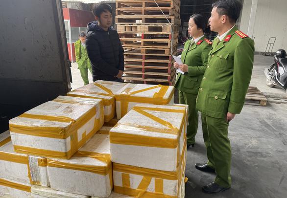 Bắt xe tải chở 2,5 tạ cá khoai ướp formol chống thối chuẩn bị bán ra chợ - Ảnh 1.