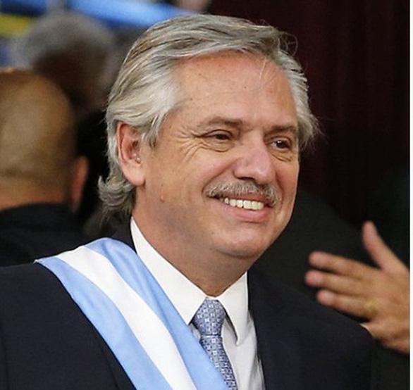 رئیس جمهور آرژانتین اولین دوز واکسن Sputnik V را دریافت کرد - عکس 1.