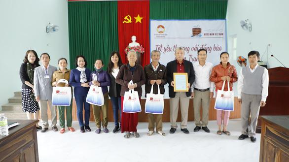Đoàn Hiệp hội Nước mắm Việt Nam thăm và tặng quà Tết bà con tại Quảng Ngãi - Ảnh 3.