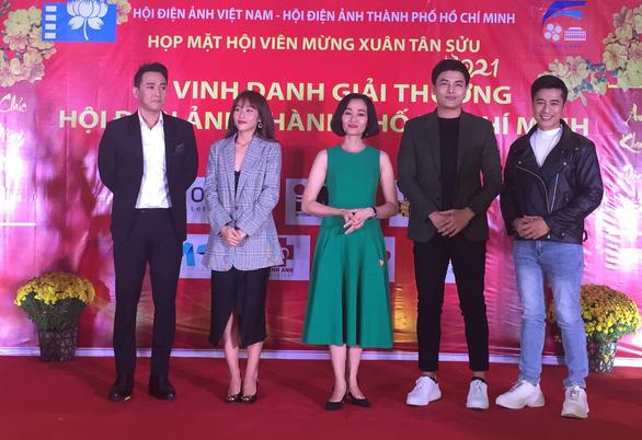 Tiệc trăng máu nhận giải thưởng Hội Điện ảnh TP.HCM - Ảnh 2.