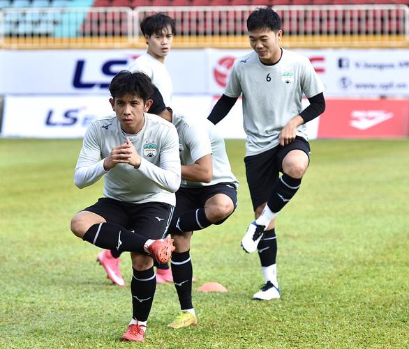 Vòng 2 V-League 2021: Chờ HLV Kiatisak viết lại lịch sử - Ảnh 1.