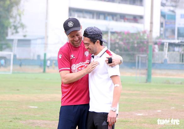 Lee Nguyễn khuấy động sân tập của CLB TP.HCM - Ảnh 2.