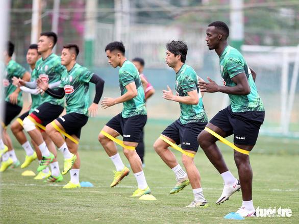Lee Nguyễn khuấy động sân tập của CLB TP.HCM - Ảnh 7.