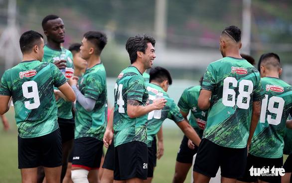 Lee Nguyễn khuấy động sân tập của CLB TP.HCM - Ảnh 10.