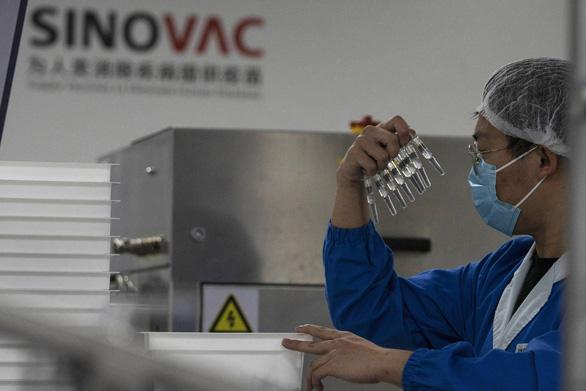 Trung Quốc gặp khó khi thuyết phục người dân các nước tin tưởng vắc xin COVID-19 - Ảnh 2.