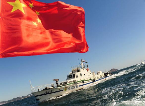Trung Quốc thông qua luật cho phép lực lượng hải cảnh bắn tàu nước ngoài - Ảnh 1.