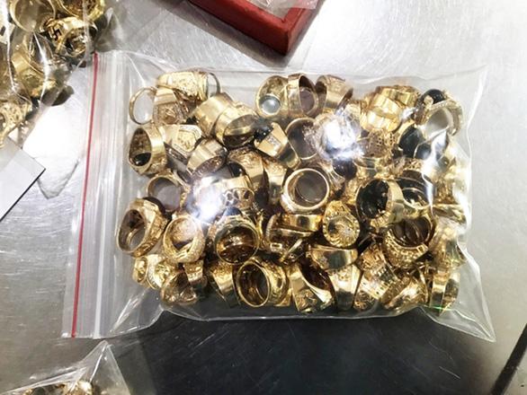 10 năm tù cho nhân viên tiệm vàng trộm 455 lượng vàng của chủ - Ảnh 3.