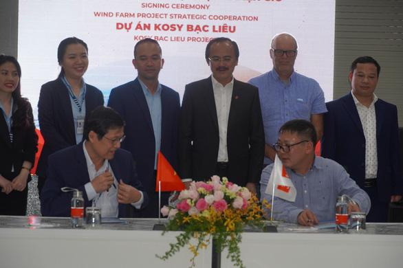 Cảng quốc tế Long An nhận chuyển giao vật tư cho các dự án điện gió - Ảnh 1.