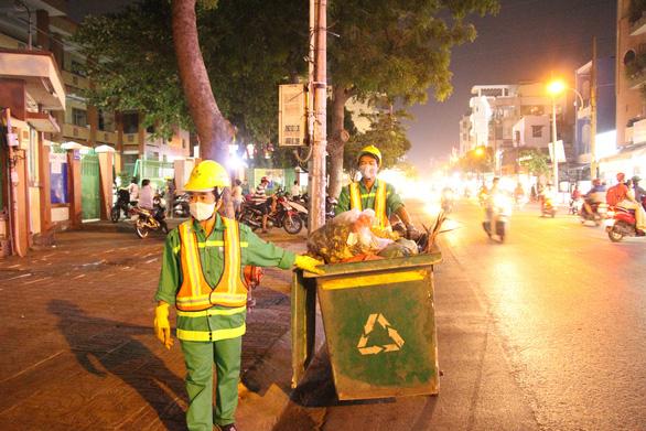 Tất niên cho con em công nhân môi trường đô thị khó khăn: Chút lòng thảo thơm - Ảnh 1.