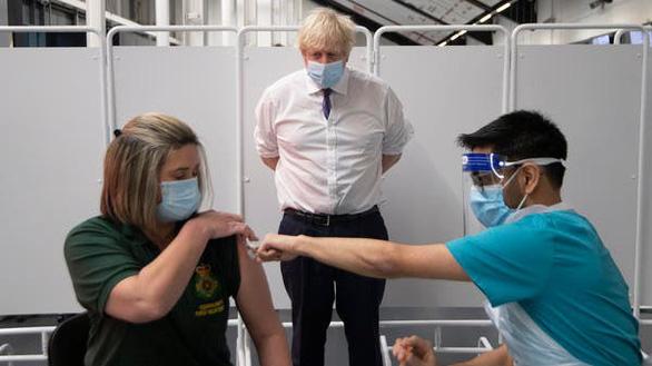 Thủ tướng Anh nói biến thể virus có thể gây tỉ lệ tử vong cao hơn - Ảnh 1.
