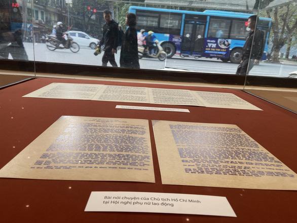 Trưng bày Chủ tịch Hồ Chí Minh - người sáng lập, lãnh đạo và rèn luyện Đảng... - Ảnh 2.
