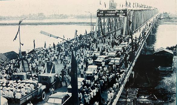 Trưng bày Chủ tịch Hồ Chí Minh - người sáng lập, lãnh đạo và rèn luyện Đảng... - Ảnh 4.