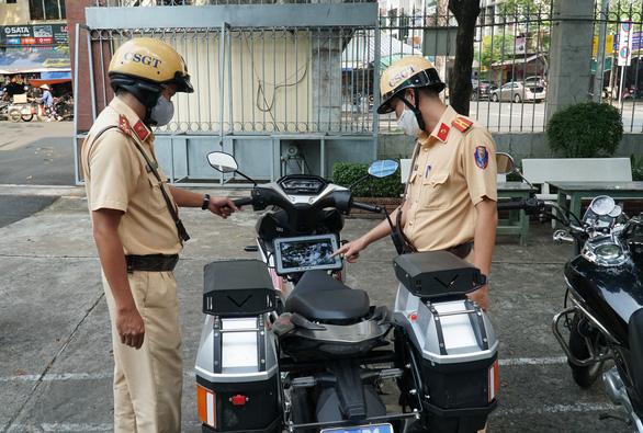 Lực lượng 363 được trang bị xe xịn, truy xuất ngay thông tin xe cộ trên đường - Ảnh 1.