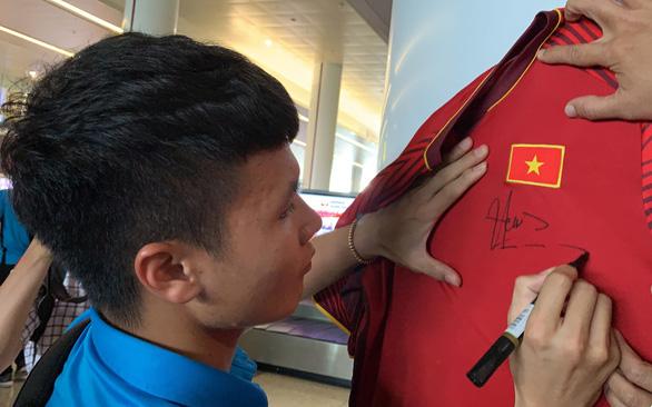 Kinh doanh áo đấu đội tuyển Việt Nam: Tín hiệu lạc quan - Ảnh 2.