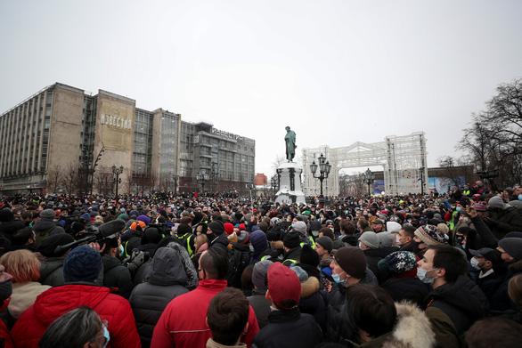 Hàng ngàn người khắp nước Nga biểu tình bất chấp cái lạnh, đòi thả ông Navalny - Ảnh 1.